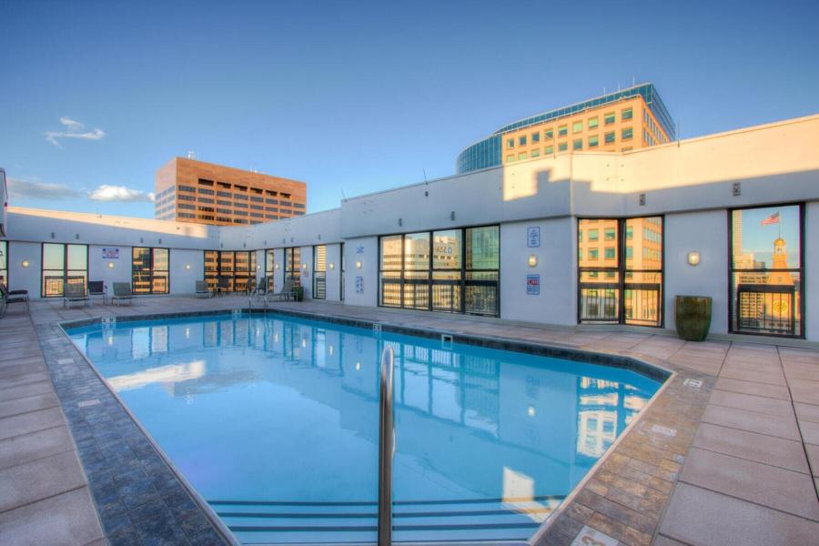 1625 Larimer Street, #907, Denver, Colorado 80202, 2 Bedrooms Bedrooms, ,2 BathroomsBathrooms,Condo,Furnished,Barclay Towers,Larimer,9,1109